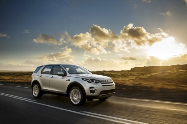 2015_land_rover_discovery_sport_92_1600x1200